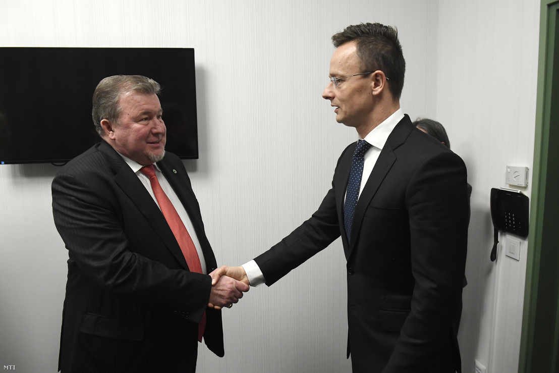 Hungarian Minister of Foreign Affairs Péter Szijjártó (r) meeting Nikola Kosov at the Ibis Styles Budapest Airport Hotel on 20 March 2018.