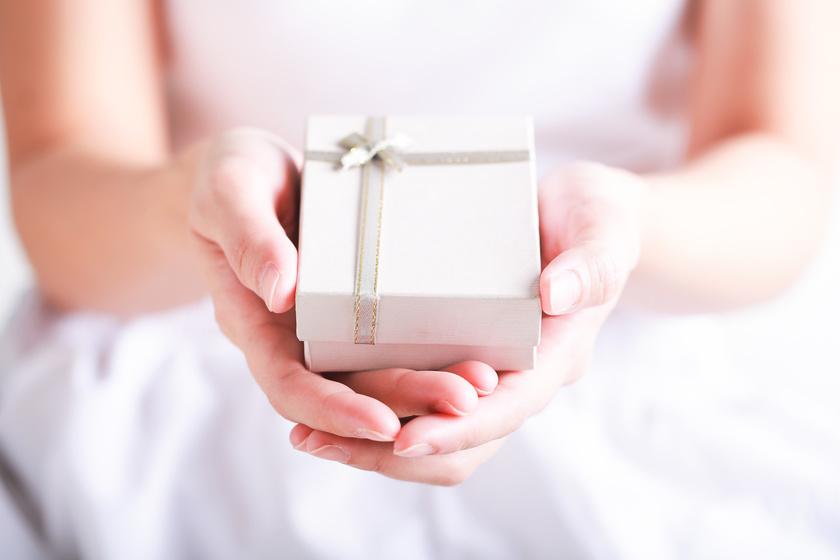 Esküvője előtt kapott üzenetet elhunyt édesanyjától - Szívszorító ajándékot küldött neki