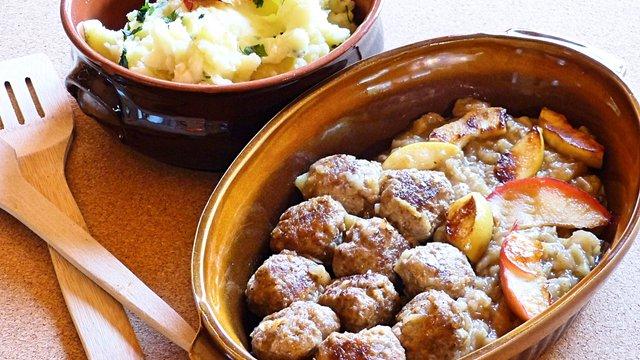 Húsgolyók almapürében