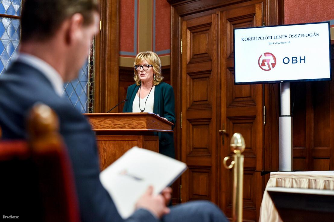 Handó Tünde, az OBH elnöke az állami intézmények korrupcióellens összefogásáról tartott éves értékelésén a Parlamentben, 2018. december 10-én