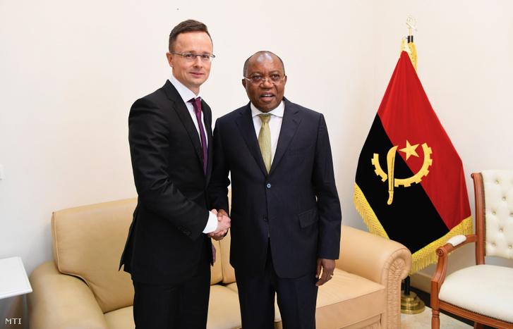 A Külgazdasági és Külügyminisztérium (KKM) által közreadott képen Szijjártó Péter külgazdasági és külügyminiszter (b) és Manuel Domingos Augusto angolai külügyminiszter találkozója Luandában 2019. március 13-án