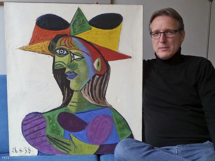 Arthur Brandl és Pablo Picasso spanyol képzőművész Buste de femme (Női mellkép) néven is ismert, 1938-ban keletkezett Dora Maar-portréja. A festményt, amelyet 1999-ben loptak el egy szaúdi sejk jachtjáról Dél-Franciaországban, Hollandiában találta meg Brand egy évekig tartó nyomozás után. A festmény jelenlegi piaci értékét 25 millió euróra (mintegy 7,9 milliárd forint) becsülik.