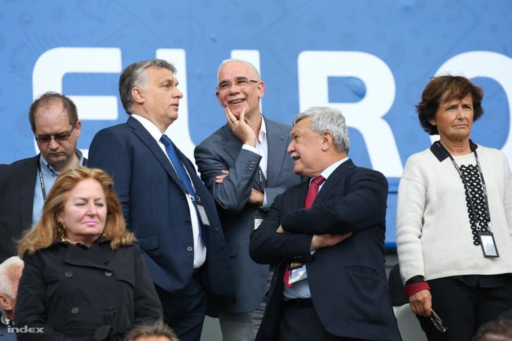 Orbán Viktor, Balogh Zoltán és Csányi Sándor a franciaországi labdarúgó Európa-bajnokság F csoportja első fordulójában játszott Ausztria - Magyarország mérkőzésen a Bordeaux-i Stadionban 2016. június 14-én