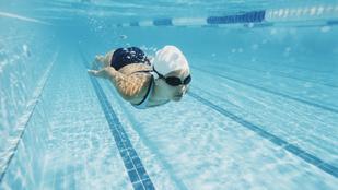 Az úszás nemcsak erősít, de a fogyásban is segít