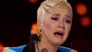 Katy Perry térdre rogyva bőgött az asztal alatt, amikor az American Idol színpadán megkérték egy lány kezét