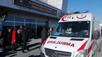 Két rendőr lőtt egymásra egy török repülőtéren