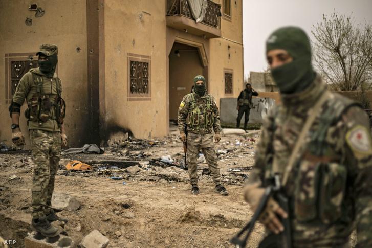A Szíriai Demokratikus Erők katonái Deir Ezzor elfoglalása után