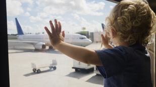 Repülés gyerekkel? Tuti tippek, hogy elkerüld a sírást