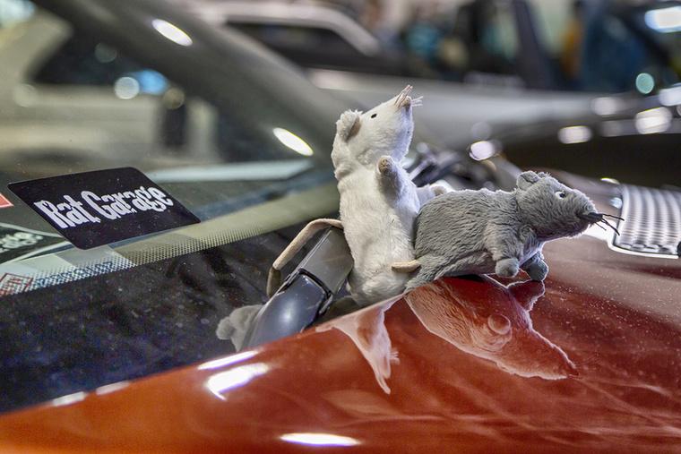 Patkánygarázsék nevükhöz méltóan minden kiállított autójukon demonstrálták a létező összes pózt ezeken a cuki kis jószágokon