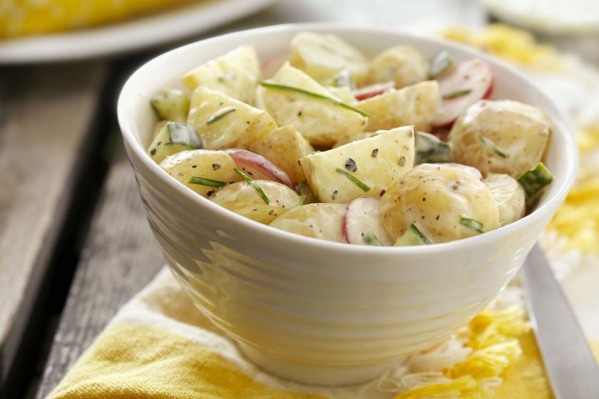 Snidlinges, majonézes krumplisaláta: ennél jobb köretet most nem is kívánhatsz