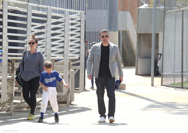 Amivel is is vitte a fiát egy körre a baseball edzés után.