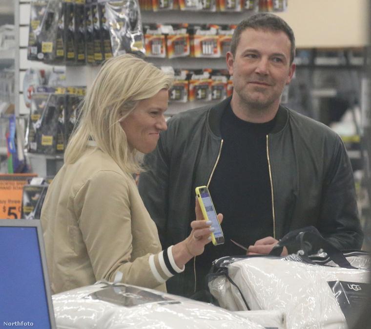 Úgy néz ki, hogy minden a lehető legnagyobb rendben van Ben Affleck és Lindsay Shookus között.