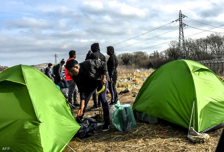 Menekültek sátrai Calais mellett 2019. február 18-án