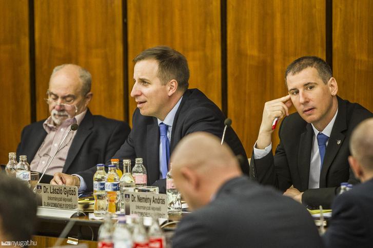 Dr. László Győző (középen) és Dr. Nemény András (jobbra) a szombathelyi közgyűlésen 2019. március 27-én