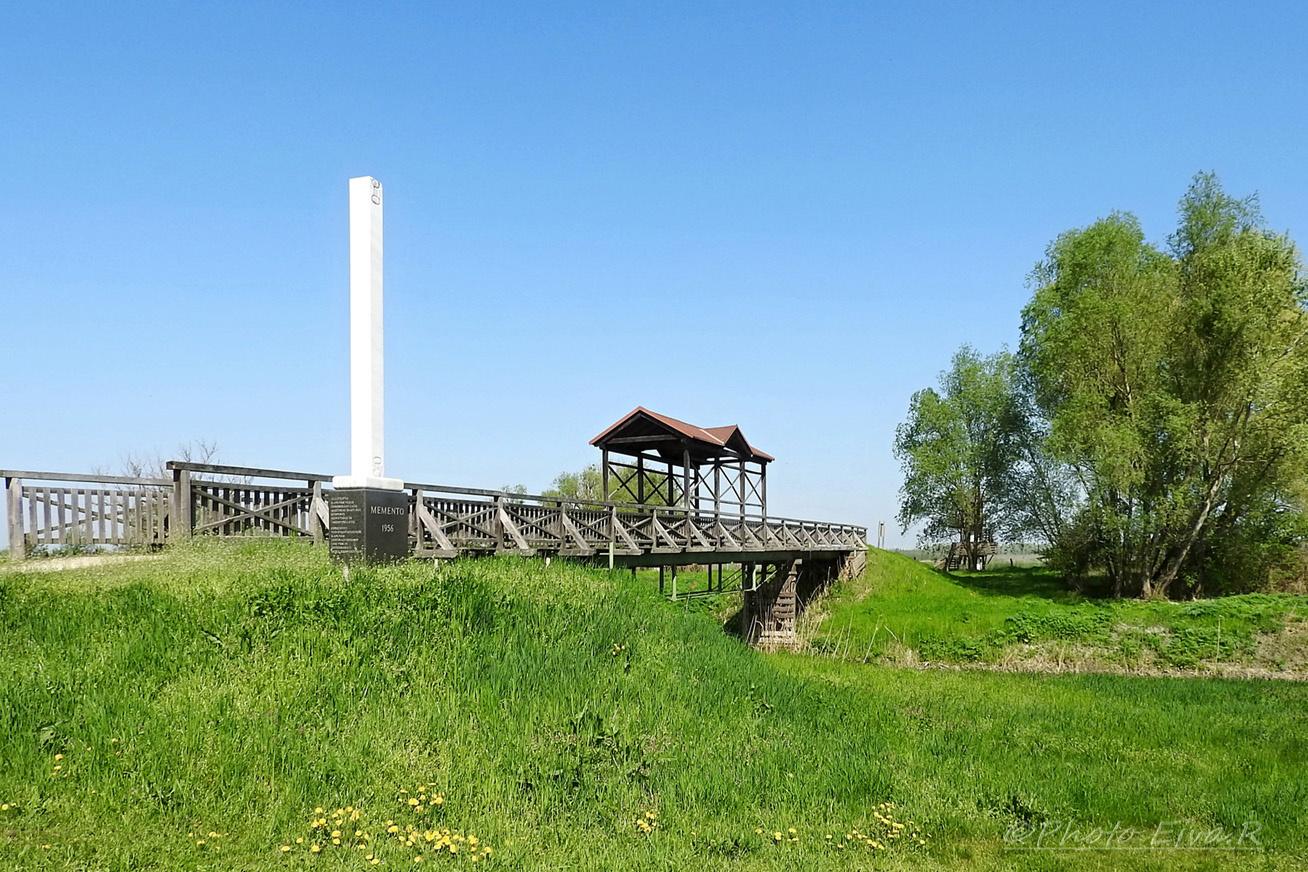 Az Andaui híd, a Hansági-főcsatornán, az osztrák-magyar határon átívelő építmény ma a szabadság szimbóluma, ugyanis fontos szerepe volt a második világháborúban. A híd Kapuvárról megközelíthető, miközben megcsodálhatod a hansági lápvidék gazdag élővilágát.