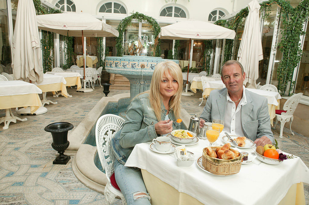 Férjével, Robert Sullivannel 1973 óta házasok, a férfi 2004 óta a menedzsere is lett. Gyermekük nem született.