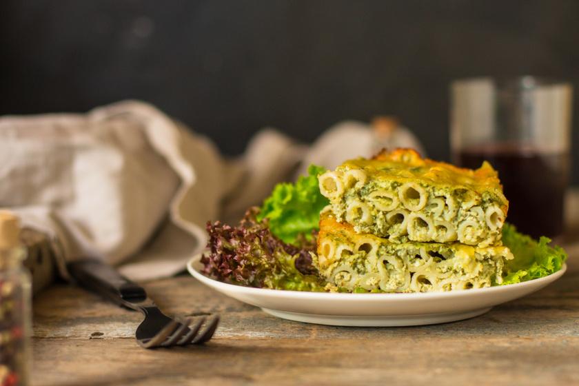Spenótos-brokkolis rakott tészta sok sajttal: 40 perc alatt kész a főfogás