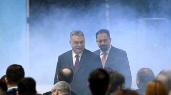 Petícióban követelik Orbán Viktortól, hogy mondassa le Pócs Jánost