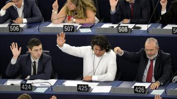 Néhány fideszes szerint Magyarország már nem adóparadicsom – egy napja még az volt