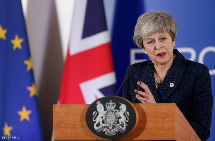 Theresa May brit miniszterelnök sajtótájékoztatót tart Brüsszelben 2019. március 21-én, miután elfogadta a bennmaradó tagországok javaslatát az Egyesült Királyság európai uniós kilépési dátumának elhalasztásáról.