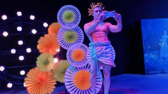 A Huawei megcsinálta a világ legokosabb színházi látcsövét