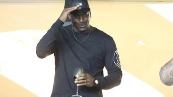 Jordan intézett Párizsnak egy NBA-meccset