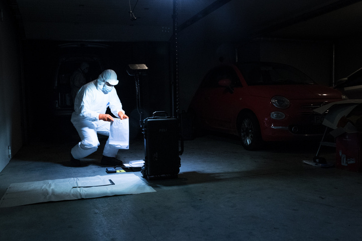 P. Rudolf 28 éves budapesti lakos járművének szemléje alkalmával 2019. január 12-én, annak első lökhárítójából 13 zacskóban több tízezer darab – összesen 16,1 kilogramm súlyú – ecstasy tabletta került elő.