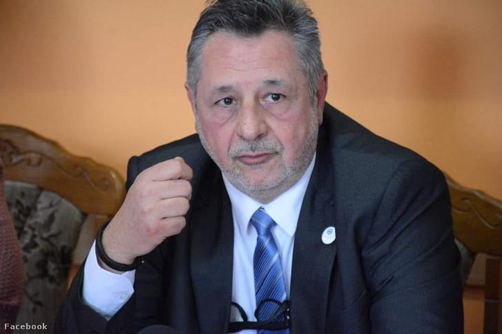 A Komló Összeköt Egyesület polgármesterjelöltje Ferenczy Tamás.