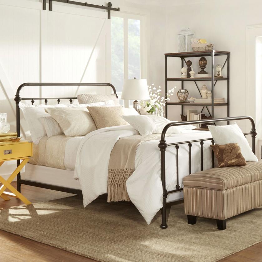 Minél fehérebb a szoba, annál tágasabb, levegősebb. Ha kicsi a hálód, a falak mindenképp fehérek legyenek!