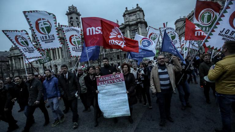 Álruhába bújnak az ellenzékiek a választásokon
