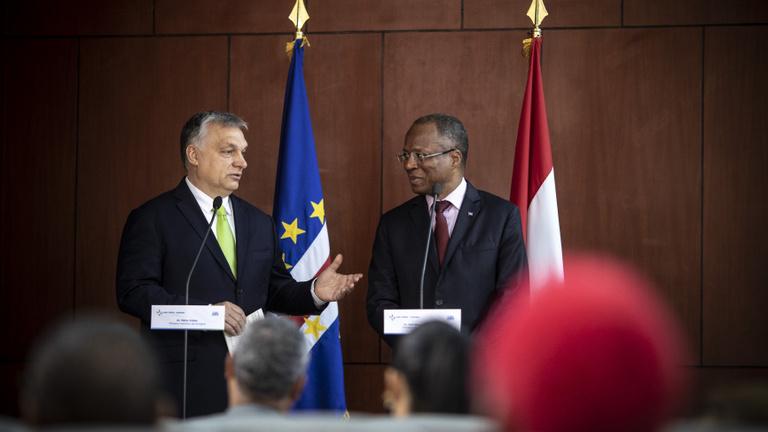Miért utazott Orbán Viktor a Zöld-Foki Köztársaságba?
