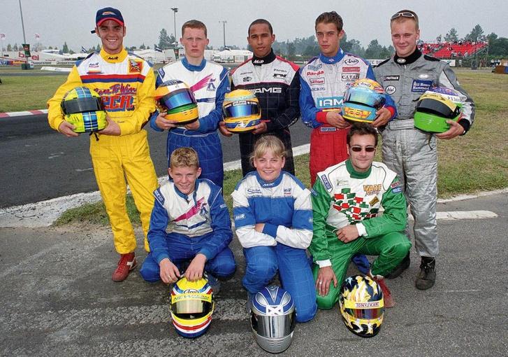 Valamikor 2000 környékén. Hátul középen Lewis Hamilton, neki balra piros/kék/fehér overálban Brown