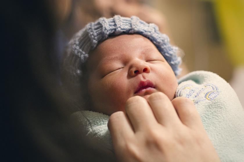 újszülött csecsemő baba (1)