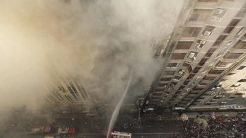 25-re nőtt a dakkai tűzvész halálos áldozatainak a száma