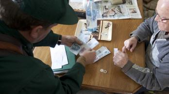 Mfor: 22 ezer forintot kaphatnak a nyugdíjasok az év végén