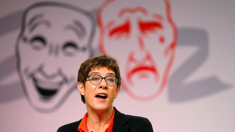 Ülve pisilő férfiakkal viccel, és konzervatív irányba tart a CDU?