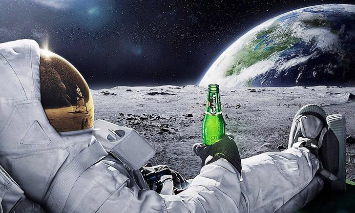 cropped-Moon-Drinking-Beer-Carlsberg-Space-Astronaut-WallpapersB