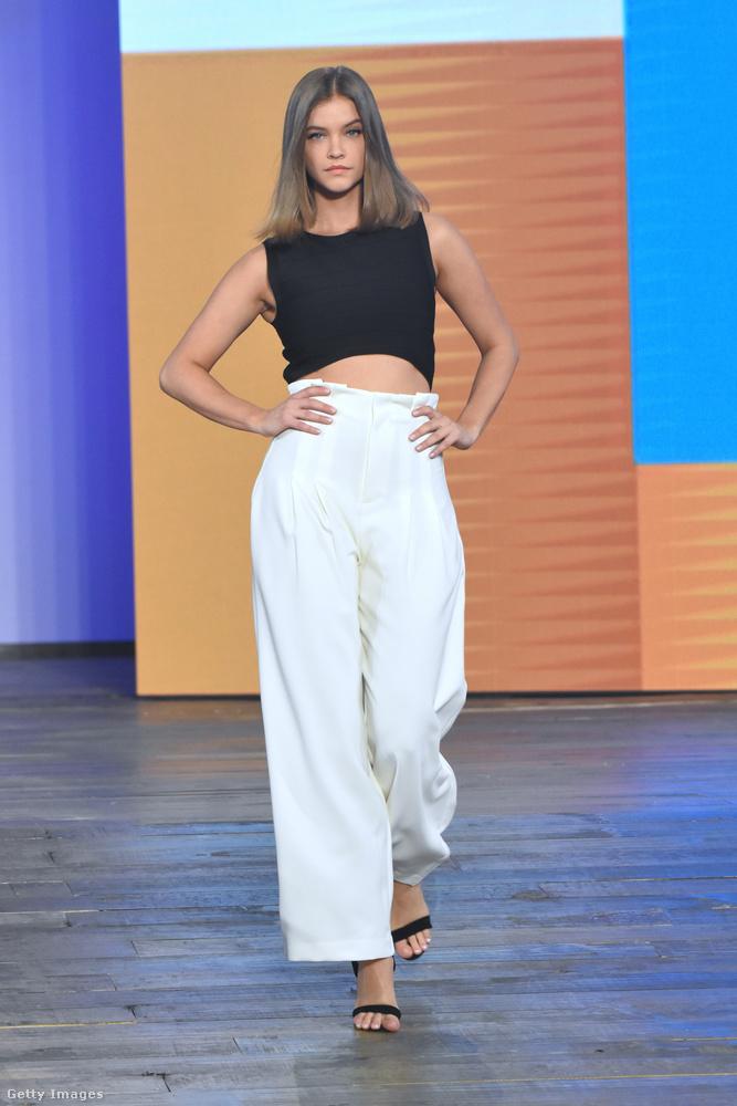 A bő szárú nadrágok ugyanis mostanában nagyon trendik, amint azt a hármas számú szett is bizonyítja.