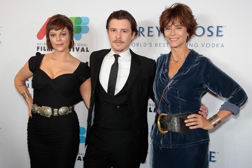 Rachel Ward színésznő lányával, Matilda Brownnal és Xavier Samuel színésszel.