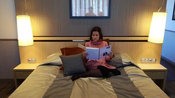 Az irodalom egy hotel hálószobájába is beköltözhet