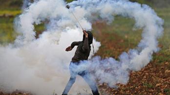 Szilánk talált fejen el egy palesztin tüntetőt a gázai határnál