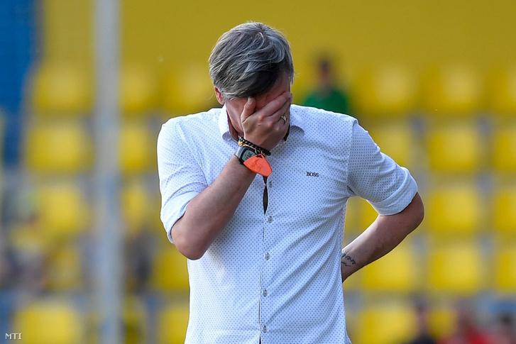 Horváth Ferenc, a Balmazújváros vezetőedzője a mezőkövesdi városi stadionban 2018. május 12-én.