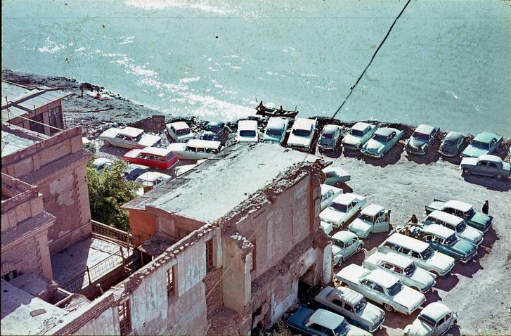 Irak, Bagdad1969 tája. Angol és amerikai kocsik vegyesen, közte pár kakukktojás