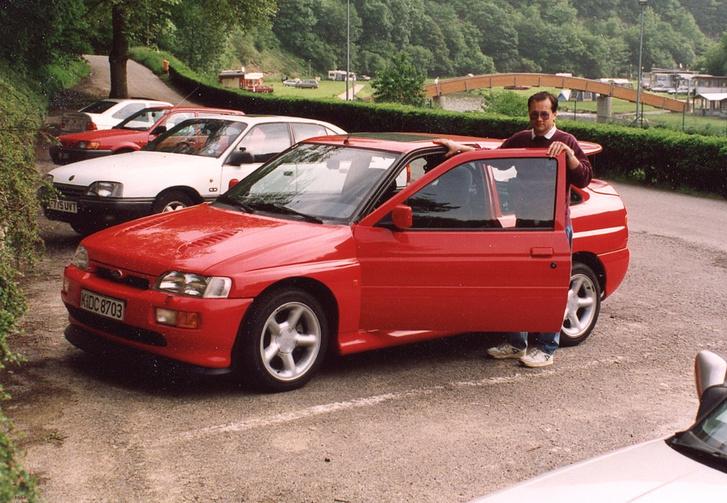 Peter Nevicky és a piros Escort Cosse Luxemburgban