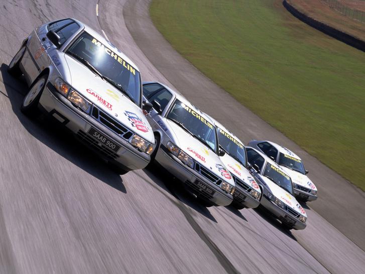 Talledega, fent a három rekorder, alul a V6-os motorral szerelt, gyengébb gyakorlóautók