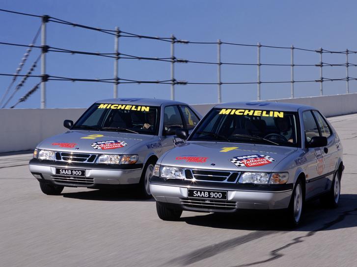 Itt még szerintem a rekordkísérlet elején lehettek az autók (gyári a fotó), mert túl szépek