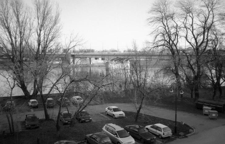 Kilátás abból az épületből, amit ma is láthatnak (igaz, évek óta használatlanul) az Árpád hídról. A leghangulatosabb munkahelyem volt, mármint fizikailag