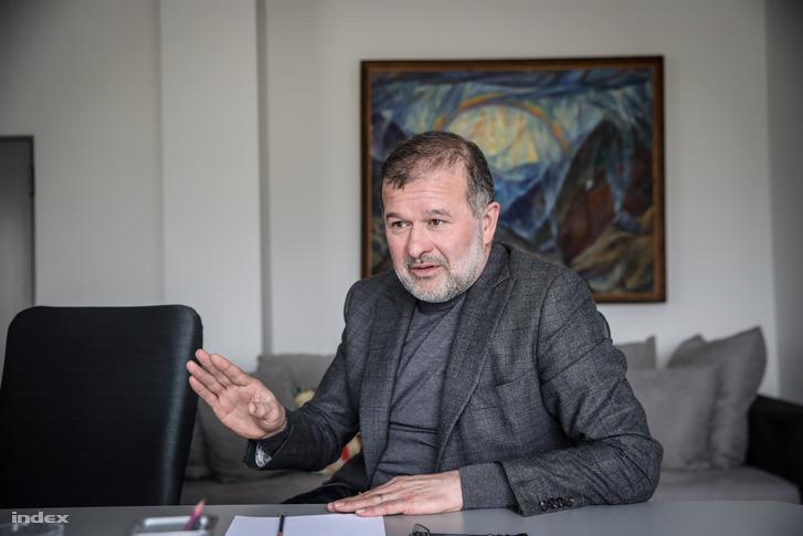 Viktor Baloga, parlamenti képviselő, Munkács egykori polgármestere szerint a magyar közösség pártjainak ki kellene állniuk az egyik elnökjelölt mellett.