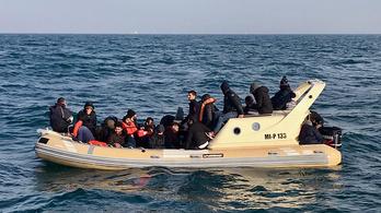 4 év alatt 730 ezer migránst mentett meg az EU a Földközi-tengeren