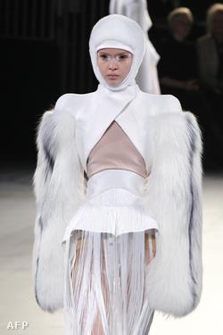 Mugler, 2012-2013. ősz-téli divatbemutató a párizsi divathéten